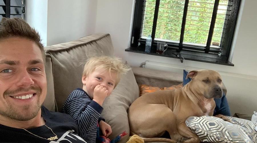 andre hazes met zoon en hond.jpg