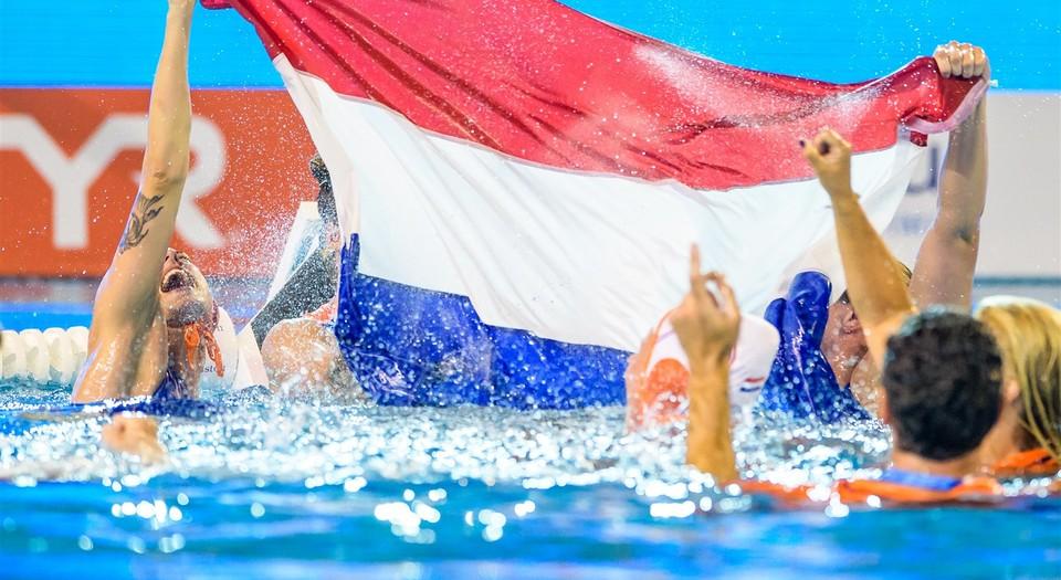 waterpolo vrouwen vlag.jpg