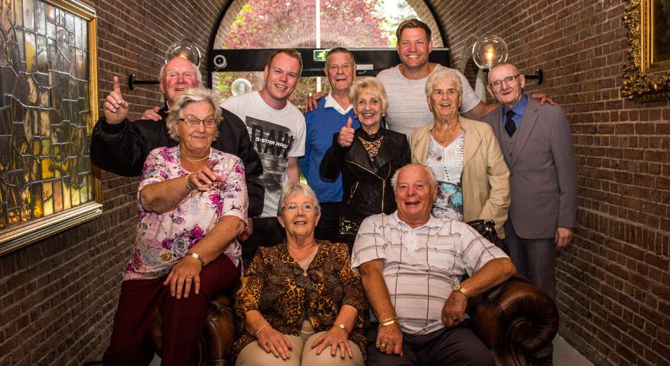 Bejaarden bij Lars.jpg