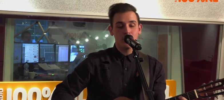 Nielson speelt Beauty & De Brains live bij Goeiemorgen Lex!
